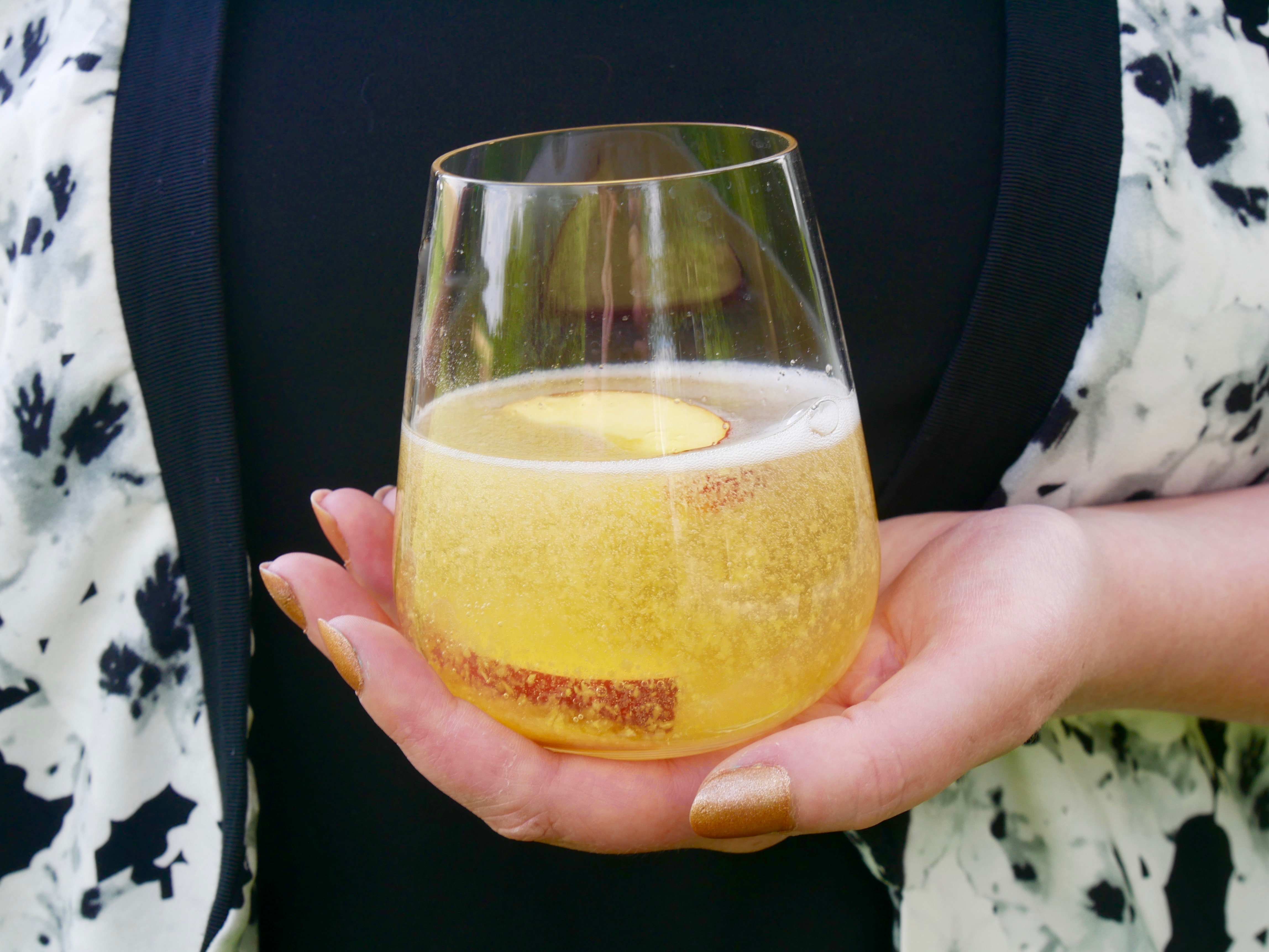 Bellini-cocktail-sekt-tellerabgeleckt-foodblog